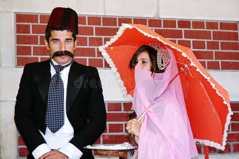 Coppie in costumi dell'ottomano fotografia stock libera da diritti