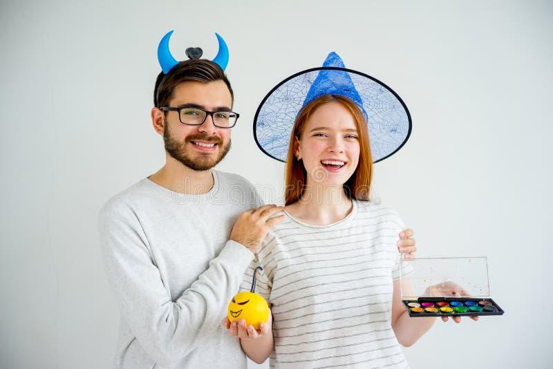Coppie in costumi di Halloween fotografia stock libera da diritti