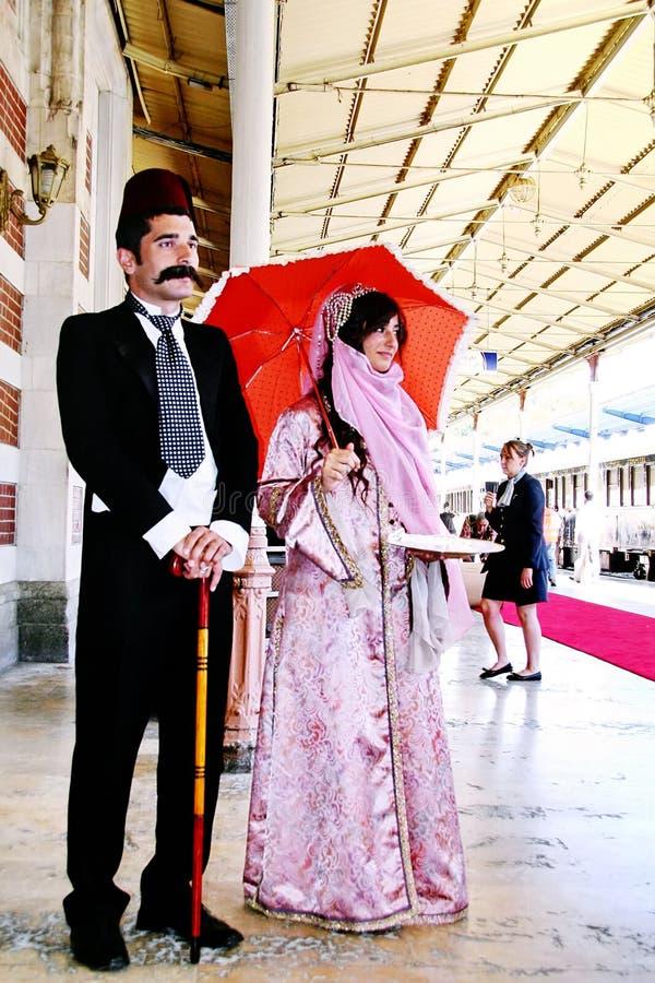 Coppie in costumi turchi tradizionali fotografia stock libera da diritti