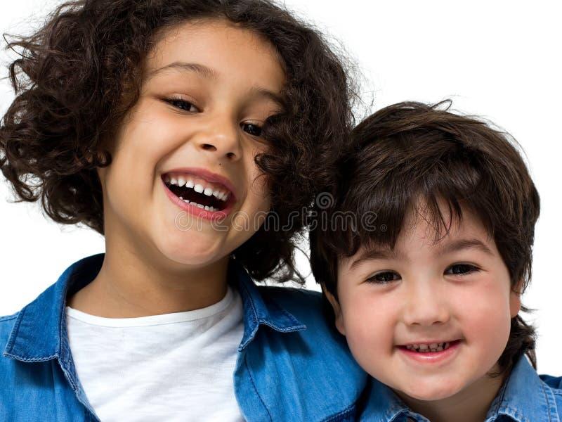 Coppie dei bambini fotografie stock libere da diritti