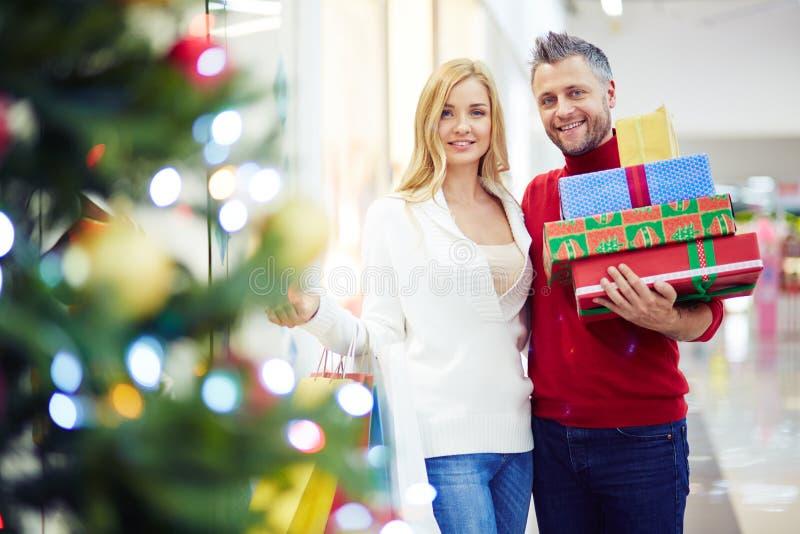 Coppie dei clienti di Natale immagini stock libere da diritti