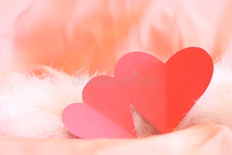 Coppie dei cuori per il giorno del biglietto di S. Valentino fotografia stock