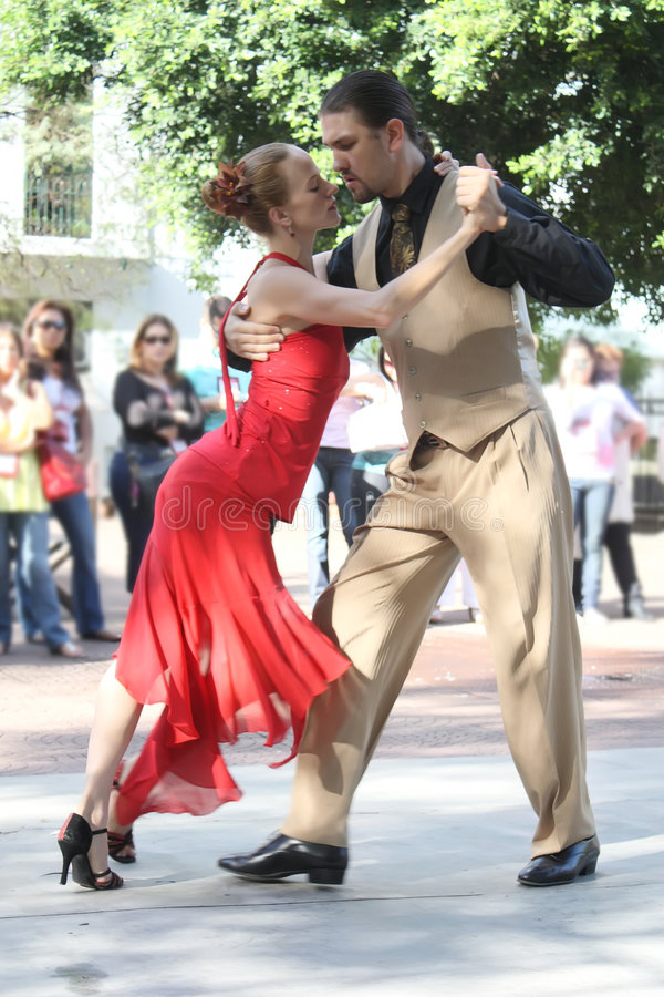 Coppie dei danzatori 2 di tango fotografia stock libera da diritti