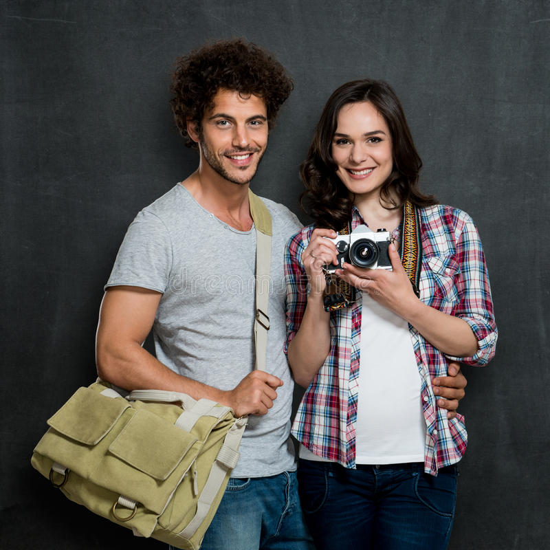 Coppie dei fotografi con la macchina fotografica d'annata fotografia stock