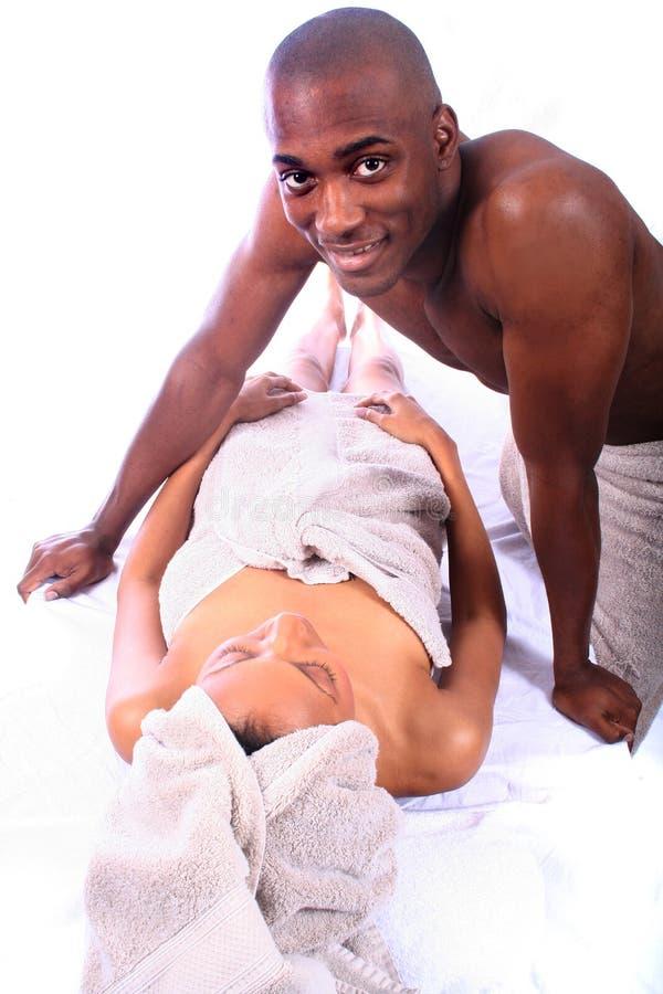 Coppie dell'afroamericano alla stazione termale immagine stock libera da diritti