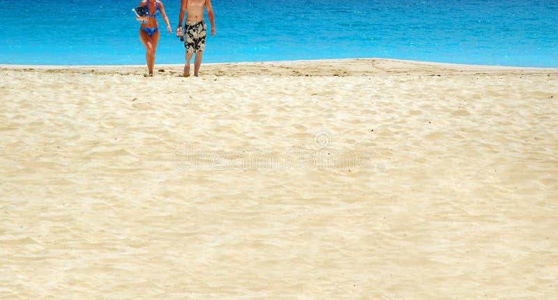 Coppie della spiaggia fotografia stock libera da diritti