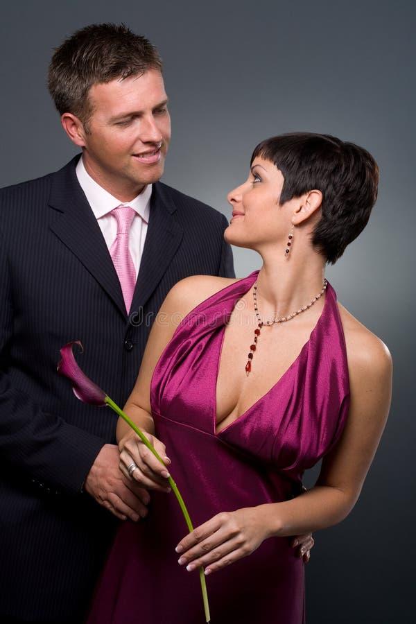 Coppie di amore al giorno del biglietto di S. Valentino fotografia stock libera da diritti