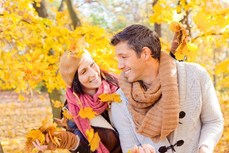 Coppie di caduta di autunno immagine stock