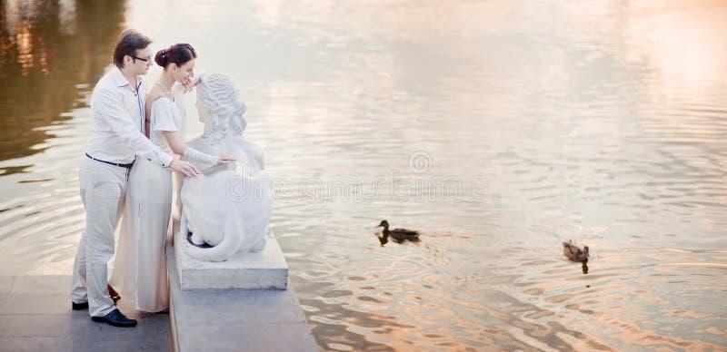 Coppie di nozze fotografie stock libere da diritti