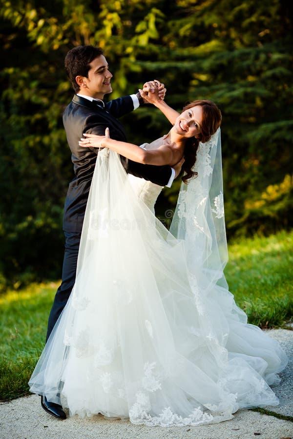 Coppie di nozze di Dancing fotografia stock libera da diritti