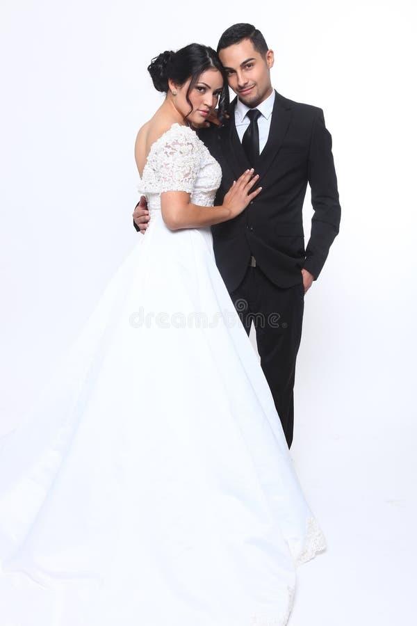 Coppie felici di nozze nell'amore fotografia stock