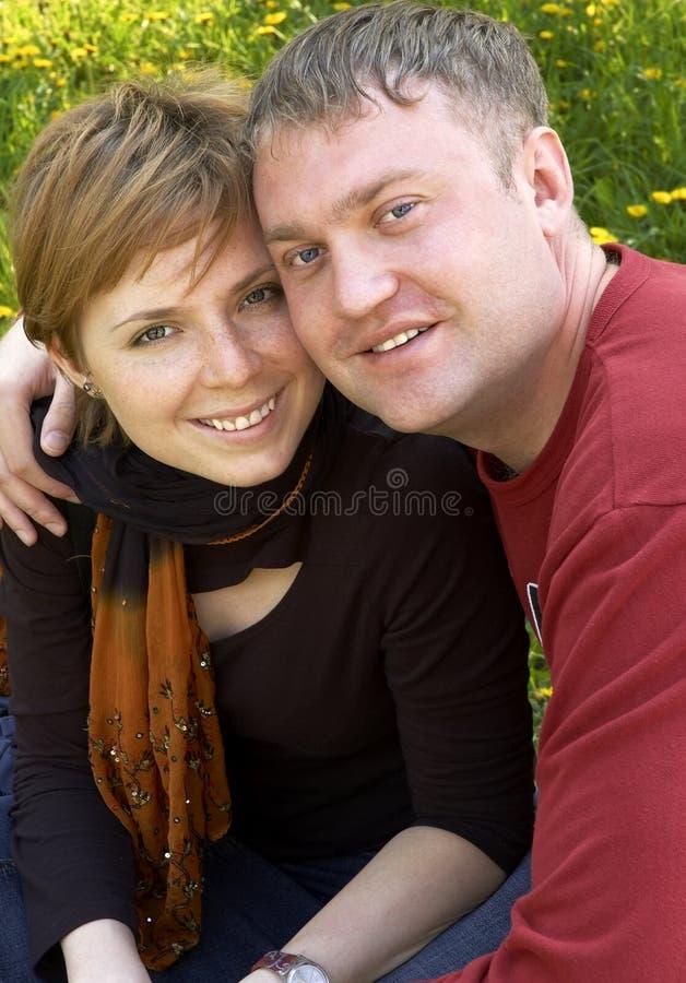 Download Coppie felici sorridenti fotografia stock. Immagine di ragazza - 209998