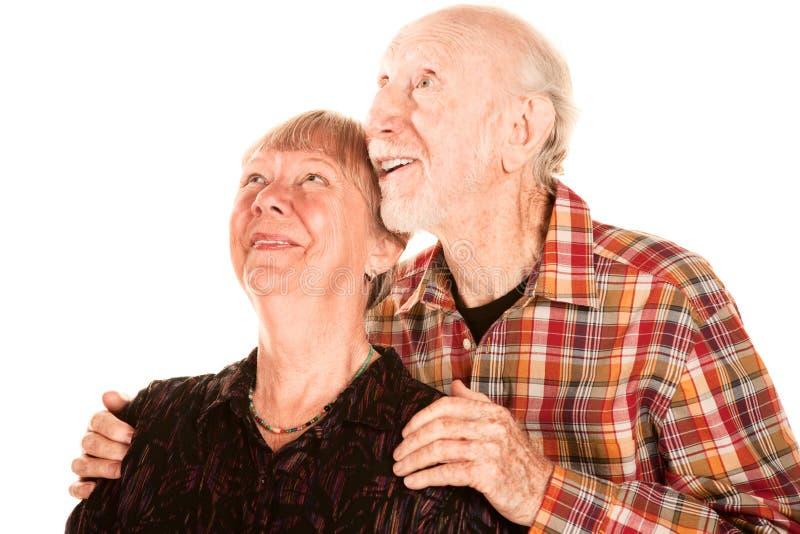 Coppie maggiori felici che osservano in su fotografie stock