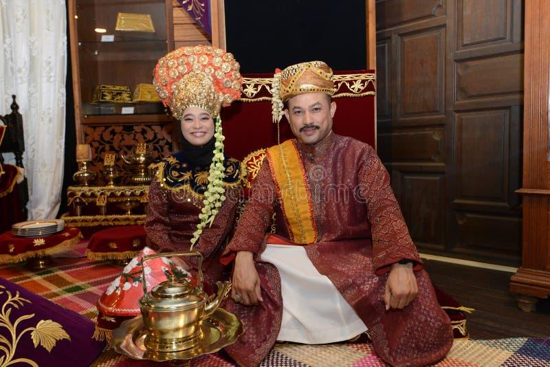 Coppie malesi di nozze fotografie stock libere da diritti