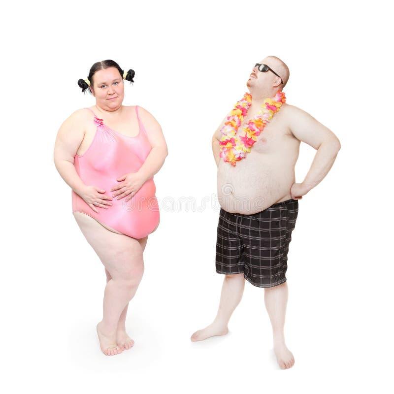 Coppie obese sulla spiaggia immagine stock