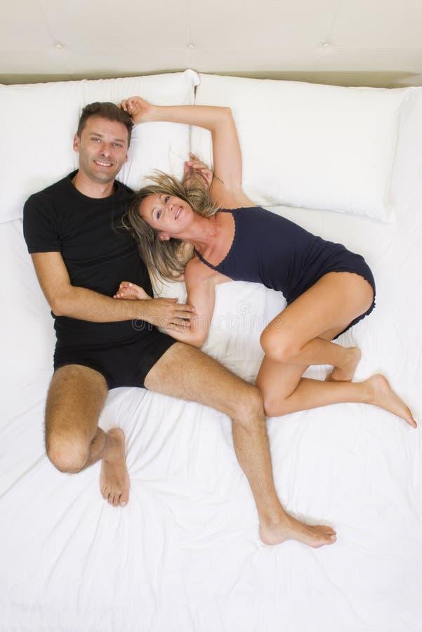 Awesome abbracci a letto ideas - Letto che si chiude ...