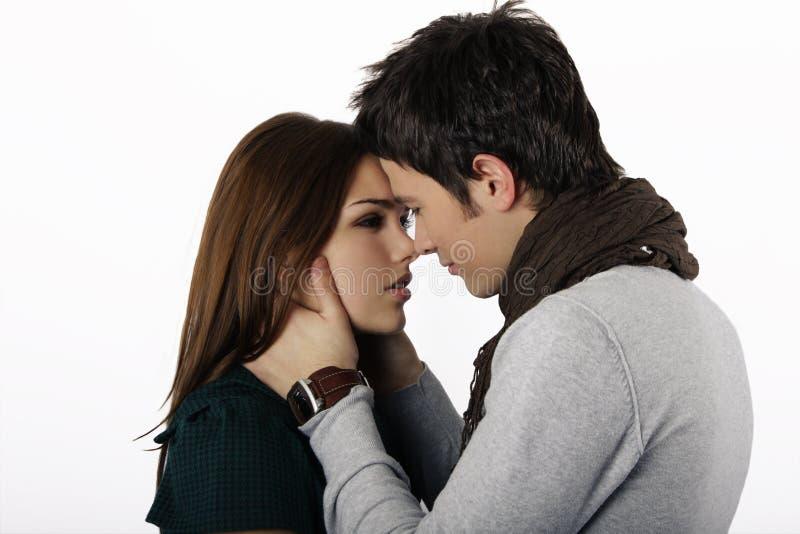 Coppie quasi che baciano fotografia stock
