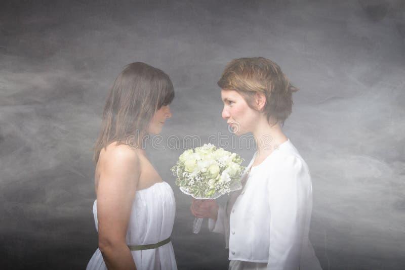 Download Coppie Romantiche In Una Nuvola Immagine Stock - Immagine di ragazza, mazzo: 56878455