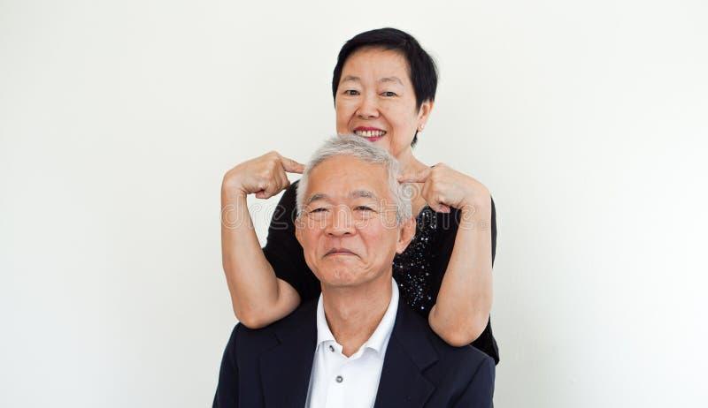 Coppie senior asiatiche felici, portrai del partner del proprietario di affare di famiglia fotografia stock libera da diritti