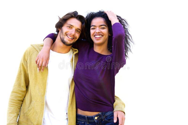 Coppie sorridenti contro fondo bianco fotografie stock libere da diritti