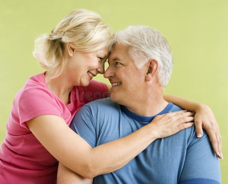 Coppie sorridenti felici. fotografia stock libera da diritti