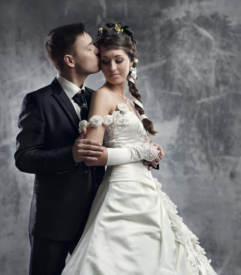 Coppie, sposa e sposo di nozze fotografia stock