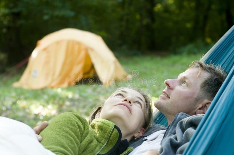 Coppie in un hammock fotografie stock