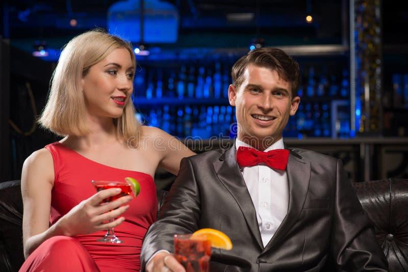 Coppie in un night-club immagini stock libere da diritti