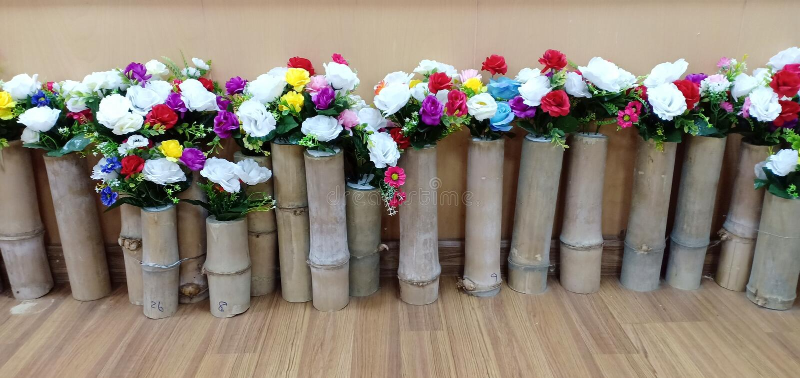 Coppy da flor posto sobre a madeira fotos de stock royalty free