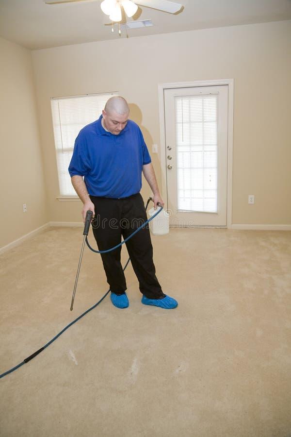 Copra la pulizia col tappeto di vapore immagine stock libera da diritti