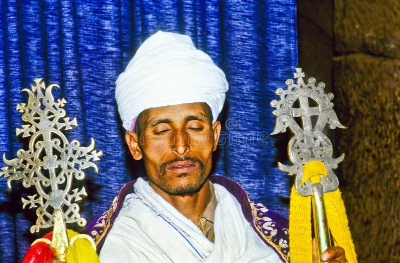 Coptic präst i Etiopien i hans royaltyfri foto