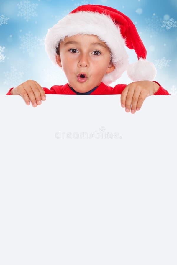 Copyspace vacío de la bandera de Santa Claus de la tarjeta del muchacho del niño del niño de la Navidad imágenes de archivo libres de regalías