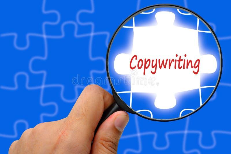 Copywriting-Wortvergrößerungsglas und -puzzlespiele stockbild