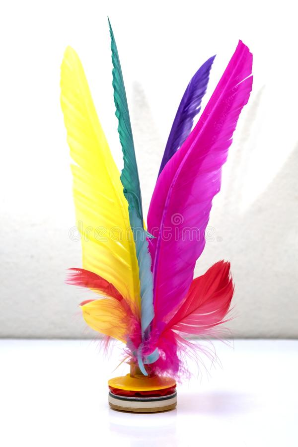 Coq de navette donnant un coup de pied, sport coloré de pied de Jianzi de Chinois de plume images stock