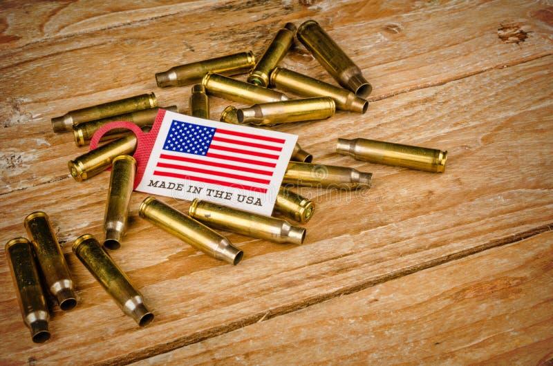 Coquilles de balle et drapeau des USA image libre de droits