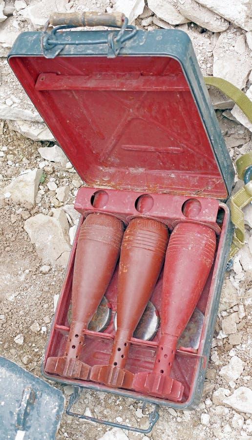 Coquilles de mortier dans un cas portatif image libre de droits