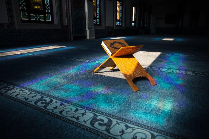 Corão na mesquita fotos de stock