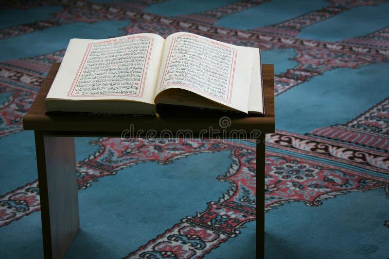 Corão na mesquita imagem de stock royalty free