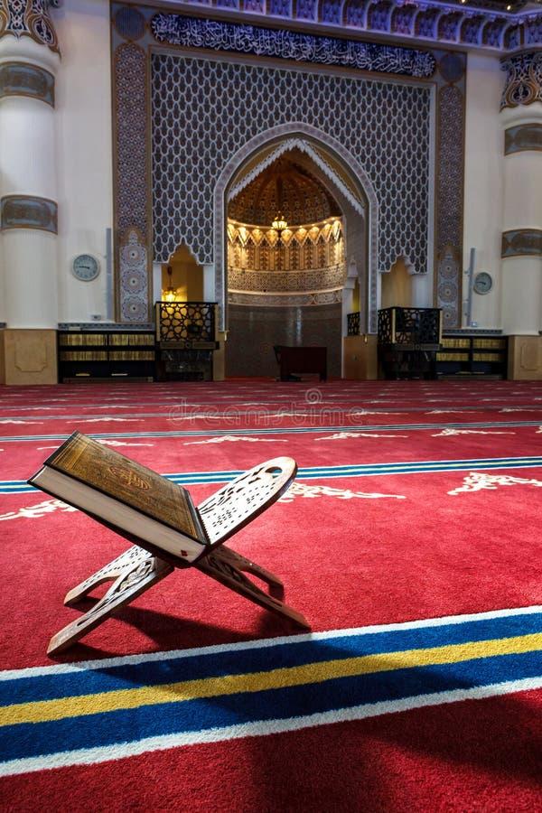 Corão na mesquita imagem de stock