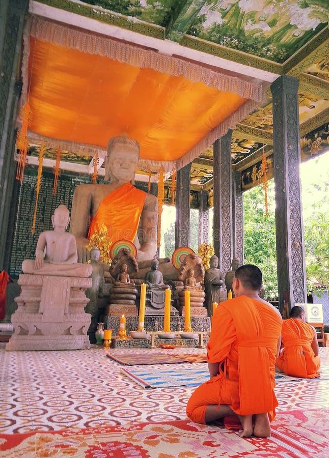 Cor alaranjada no budismo imagens de stock