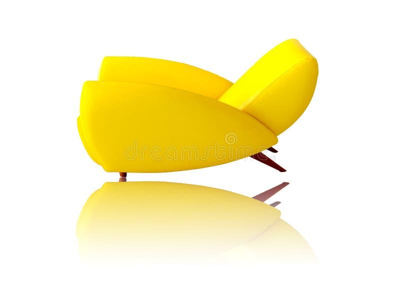 Cor amarela de couro do sofá isolada no fundo branco fotografia de stock