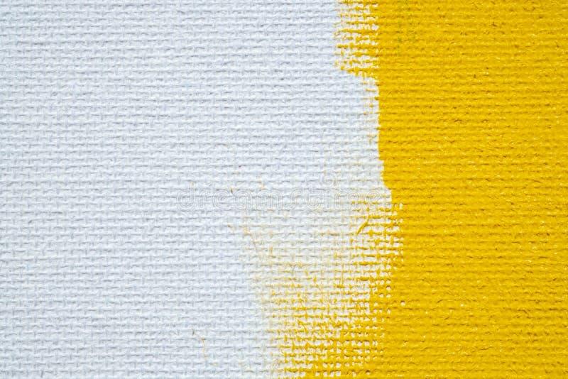 A cor branca do amarelo da beira do grunge do fundo amarelo abstrato com lona branca afia, textura do fundo do grunge do vintage imagem de stock royalty free