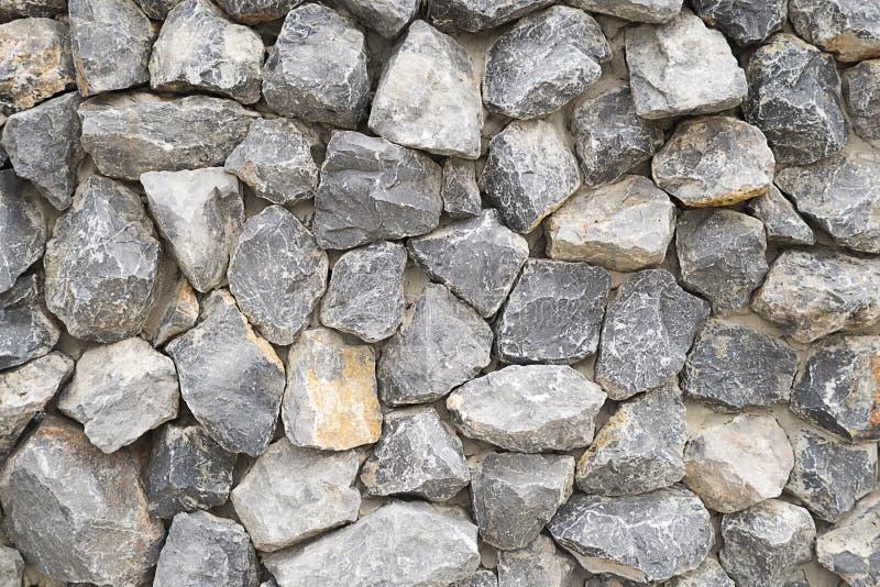 A cor cinzenta do teste padrão do projeto moderno do estilo empilhou o fundo da parede de pedra, superfície real da parede de ped foto de stock