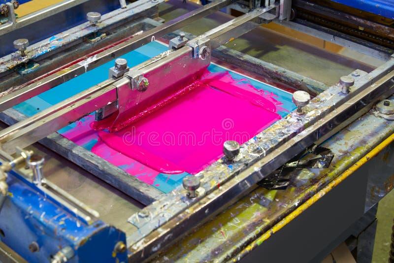 Cor da magenta do rosa da máquina da tinta de impressora da serigrafia imagens de stock royalty free