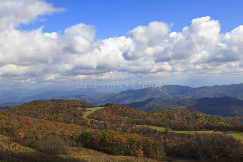 Cor da queda nas montanhas foto de stock royalty free