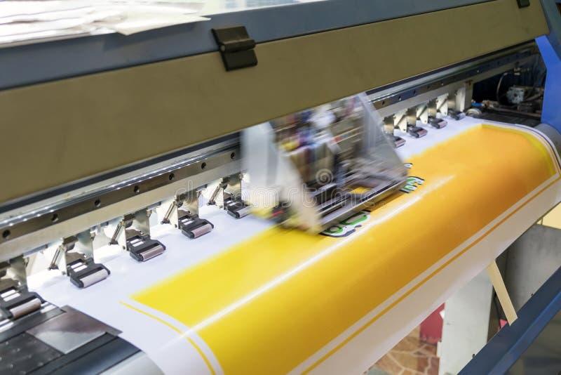Cor de trabalho do detalhe do grande Inkjet do formato da impressora fotografia de stock royalty free