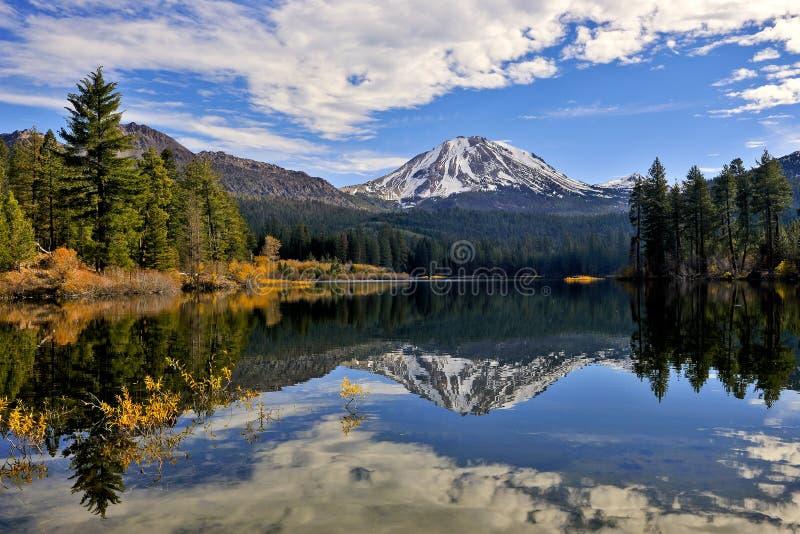 Cor do outono, pico de Lassen, parque nacional vulcânico de Lassen imagens de stock royalty free