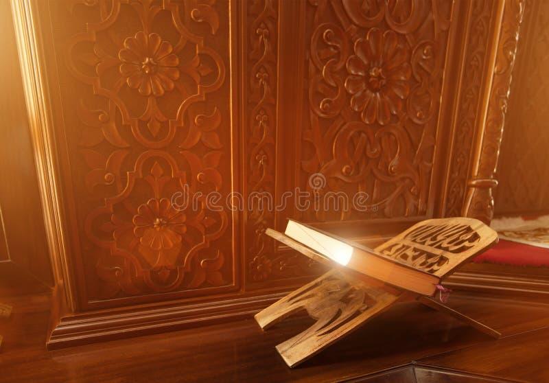 Cor?o santamente em uma mesquita fotografia de stock