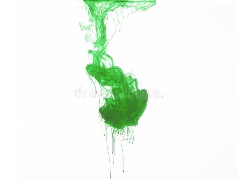 Cor verde na água fotografia de stock
