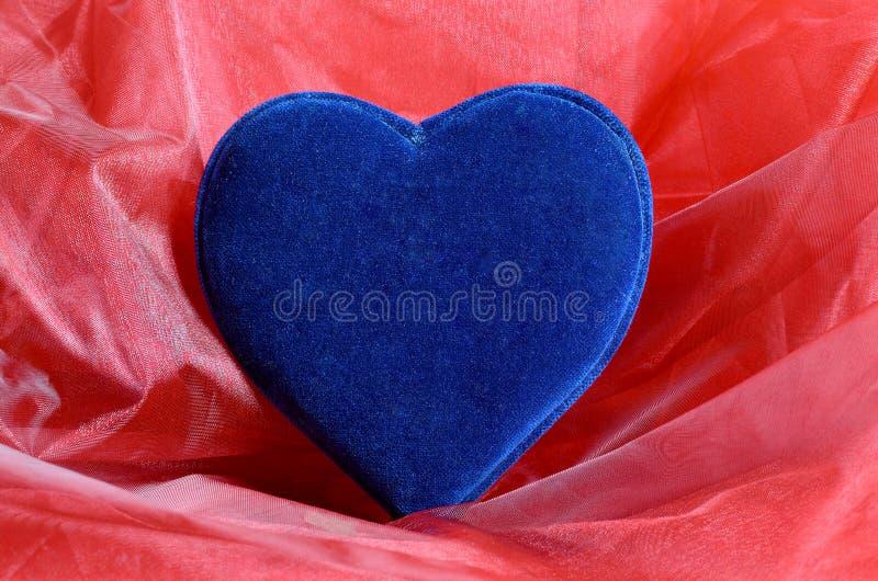 Coração azul de veludo fotografia de stock royalty free